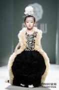 小蛋面儿女王风引热议 温西湖引领中国国际时装周